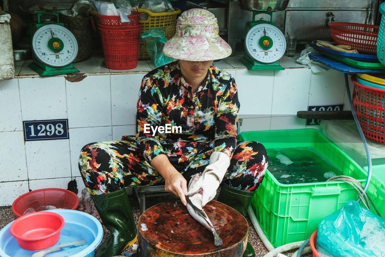 MIDSECTION OF WOMAN SITTING WITH FOOD