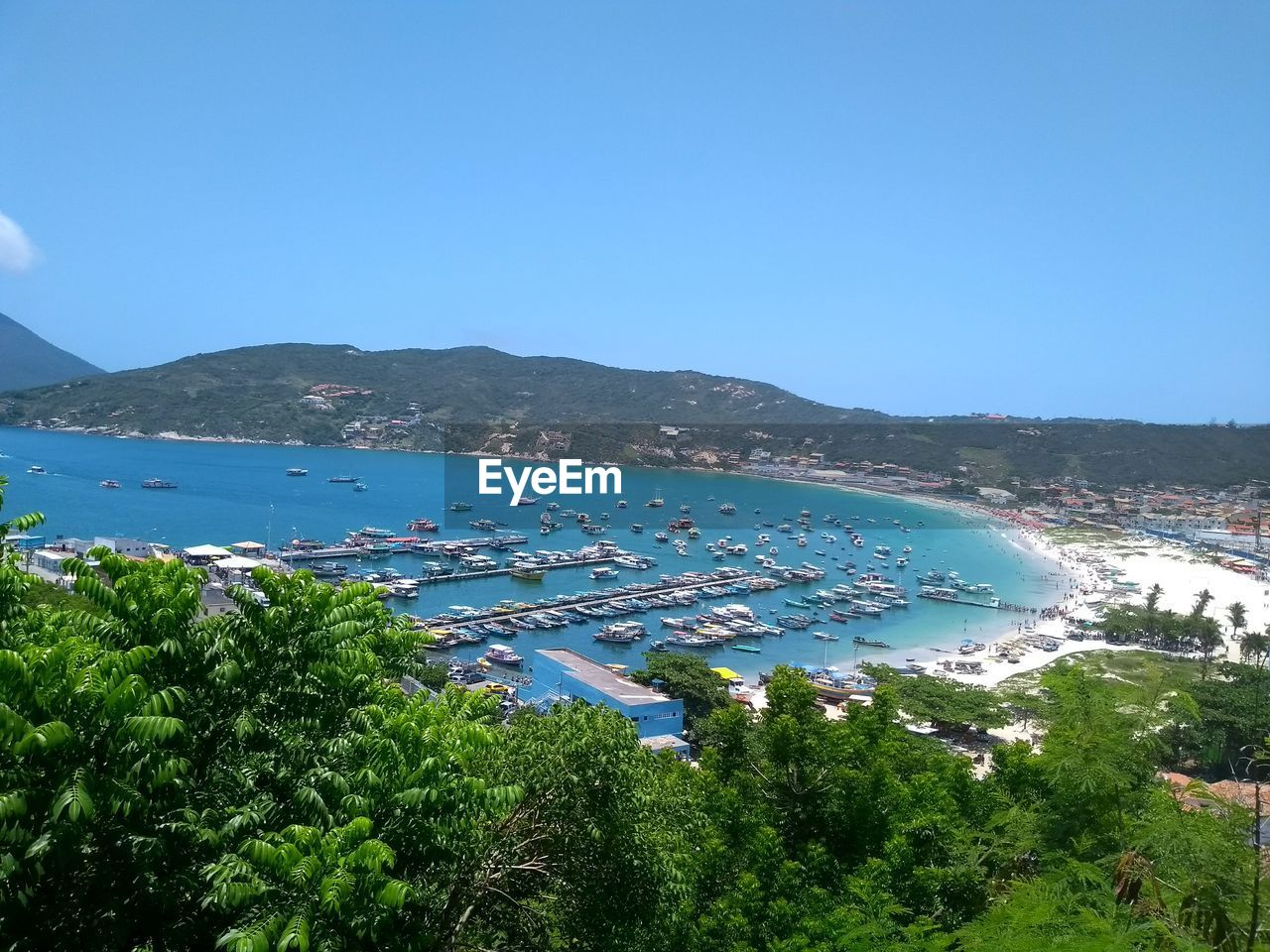 HIGH ANGLE VIEW OF BAY AGAINST BLUE SKY