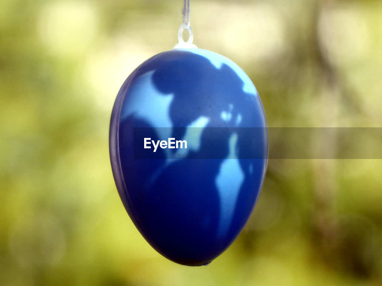 blue, focus on foreground, close-up, decoration, hanging, no people, holiday, celebration, christmas, sphere, christmas decoration, christmas ornament, shape, day, nature, outdoors, holiday - event, christmas tree