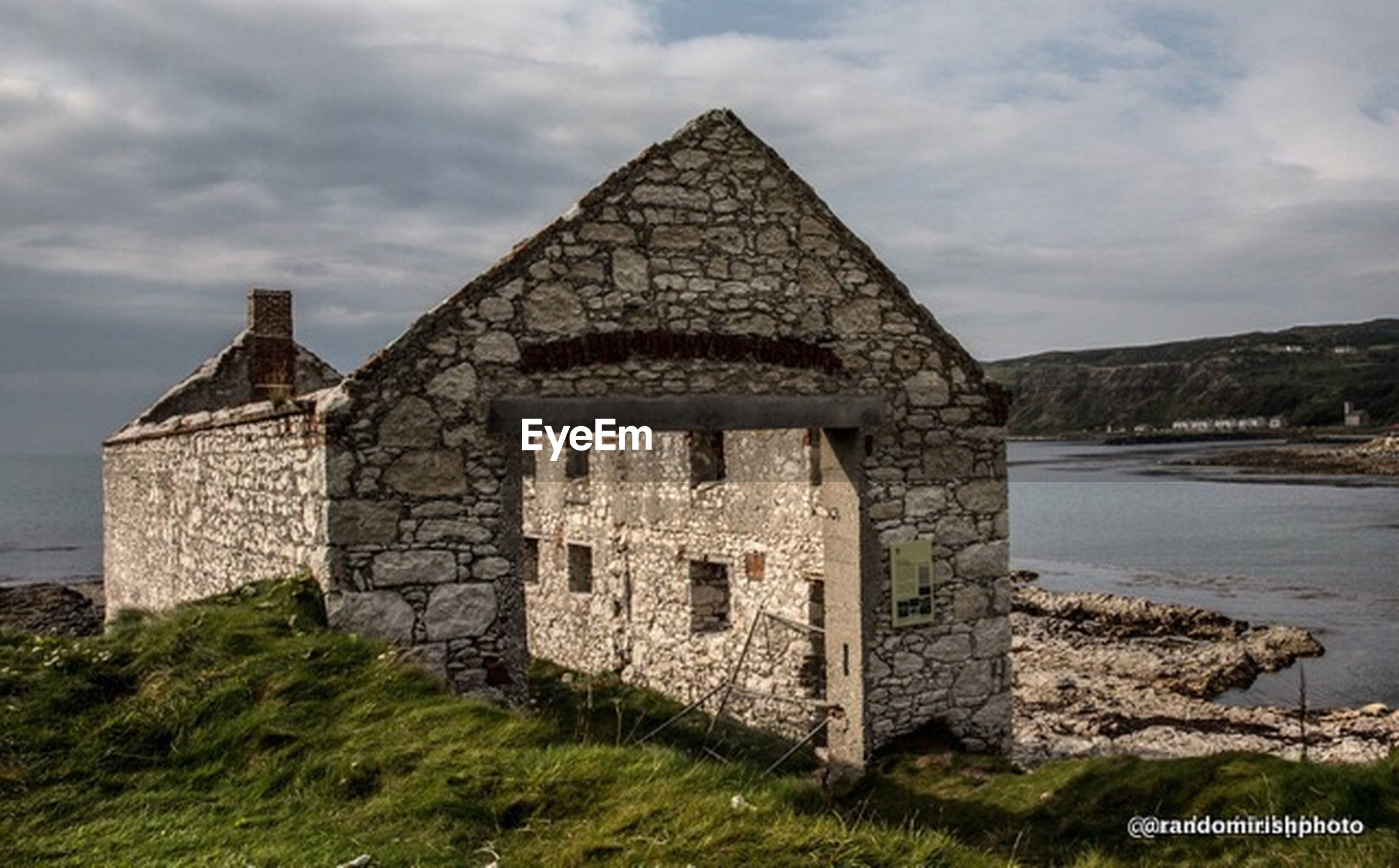 architecture, built structure, building exterior, sky, history, old, cloud - sky, old ruin, the past, grass, castle, stone wall, cloudy, ancient, cloud, abandoned, day, damaged, ruined, water