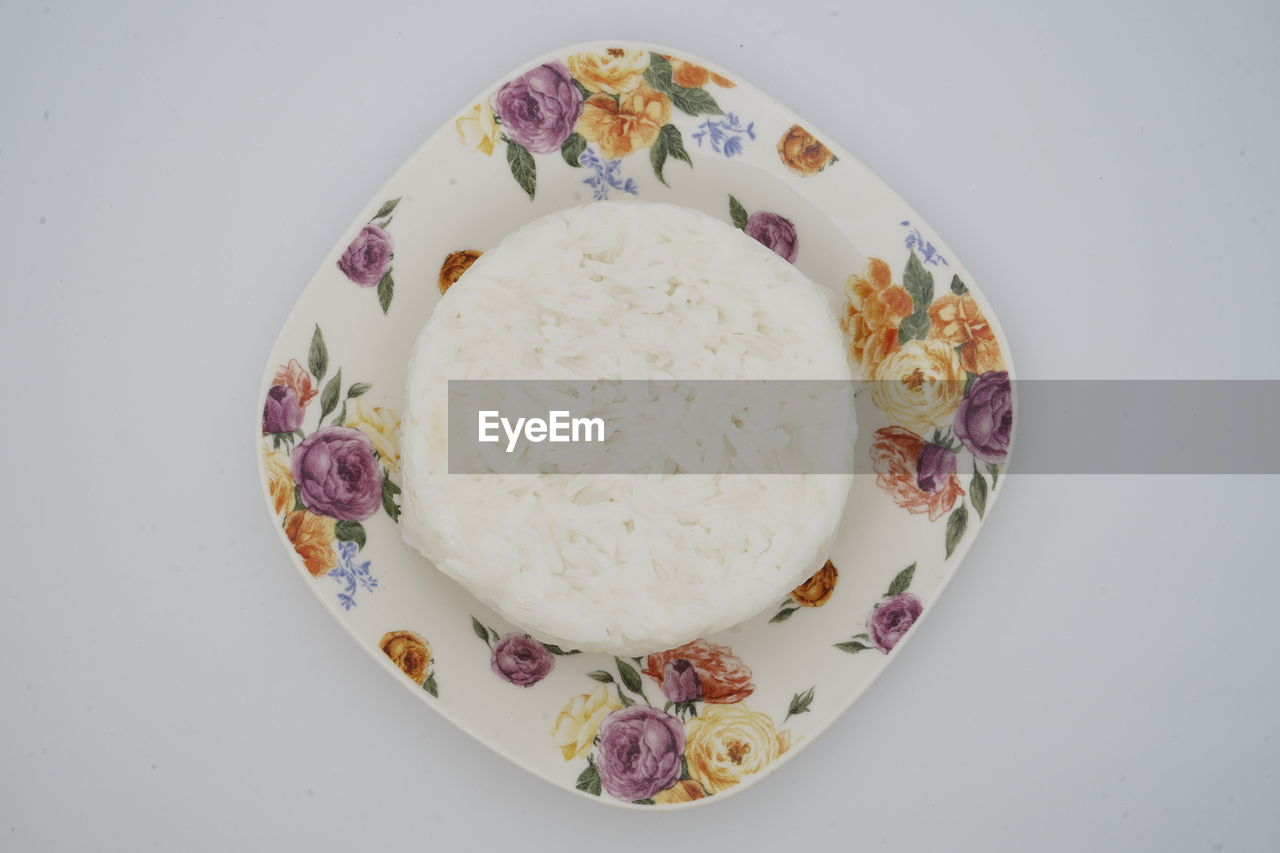 food and drink, food, freshness, directly above, indoors, studio shot, still life, wellbeing, white background, ready-to-eat, table, no people, healthy eating, bowl, plate, indulgence, high angle view, close-up, serving size, pattern, floral pattern, breakfast, temptation, snack