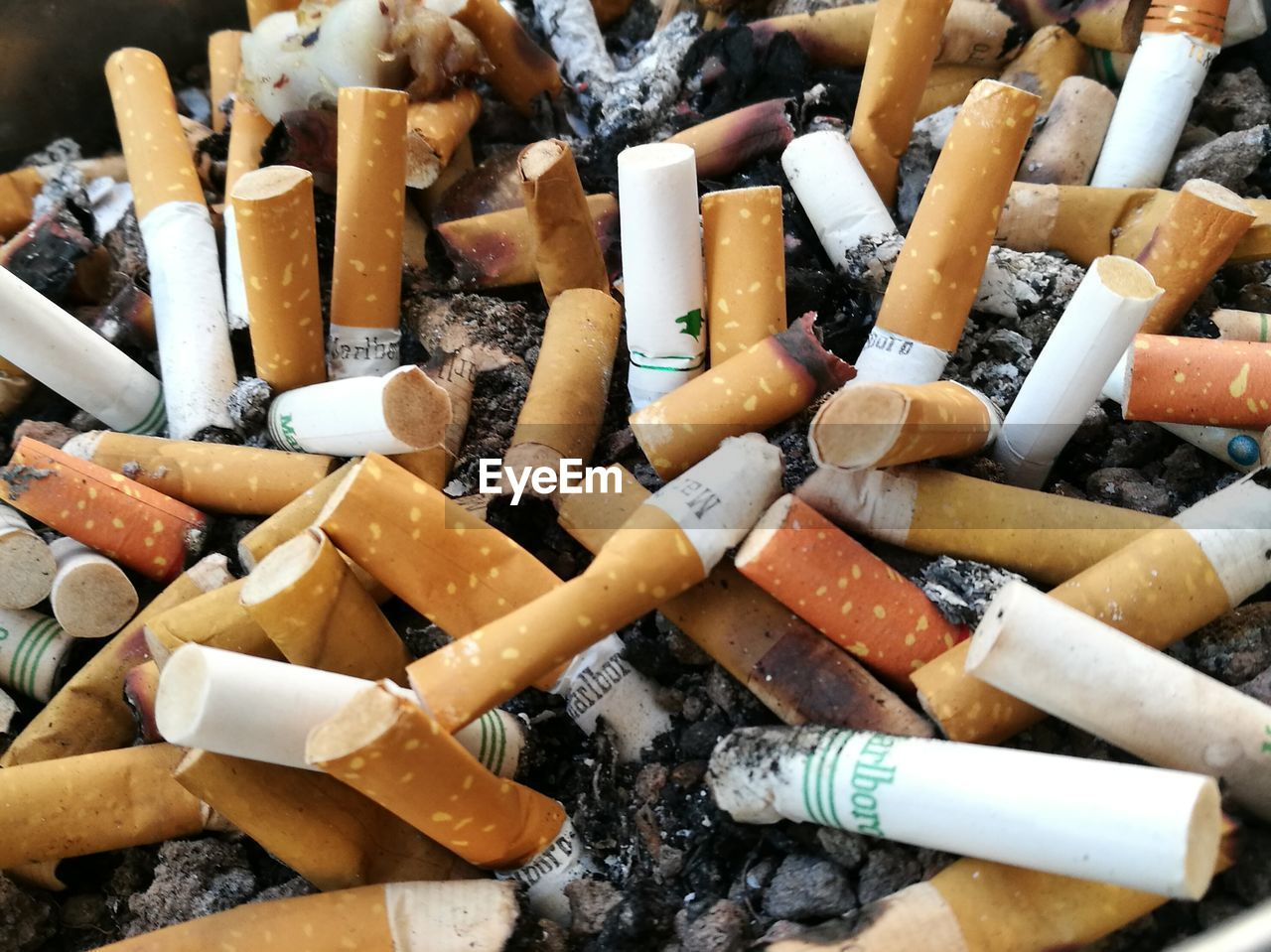 cigarette butt, smoking issues, cigarette, addiction, bad habit, danger, risk, ashtray, social issues, ash, burnt, tobacco product, large group of objects, close-up, smoke - physical structure, unhygienic, excess, backgrounds, no people, burning, smoking - activity, fumes, outdoors, day