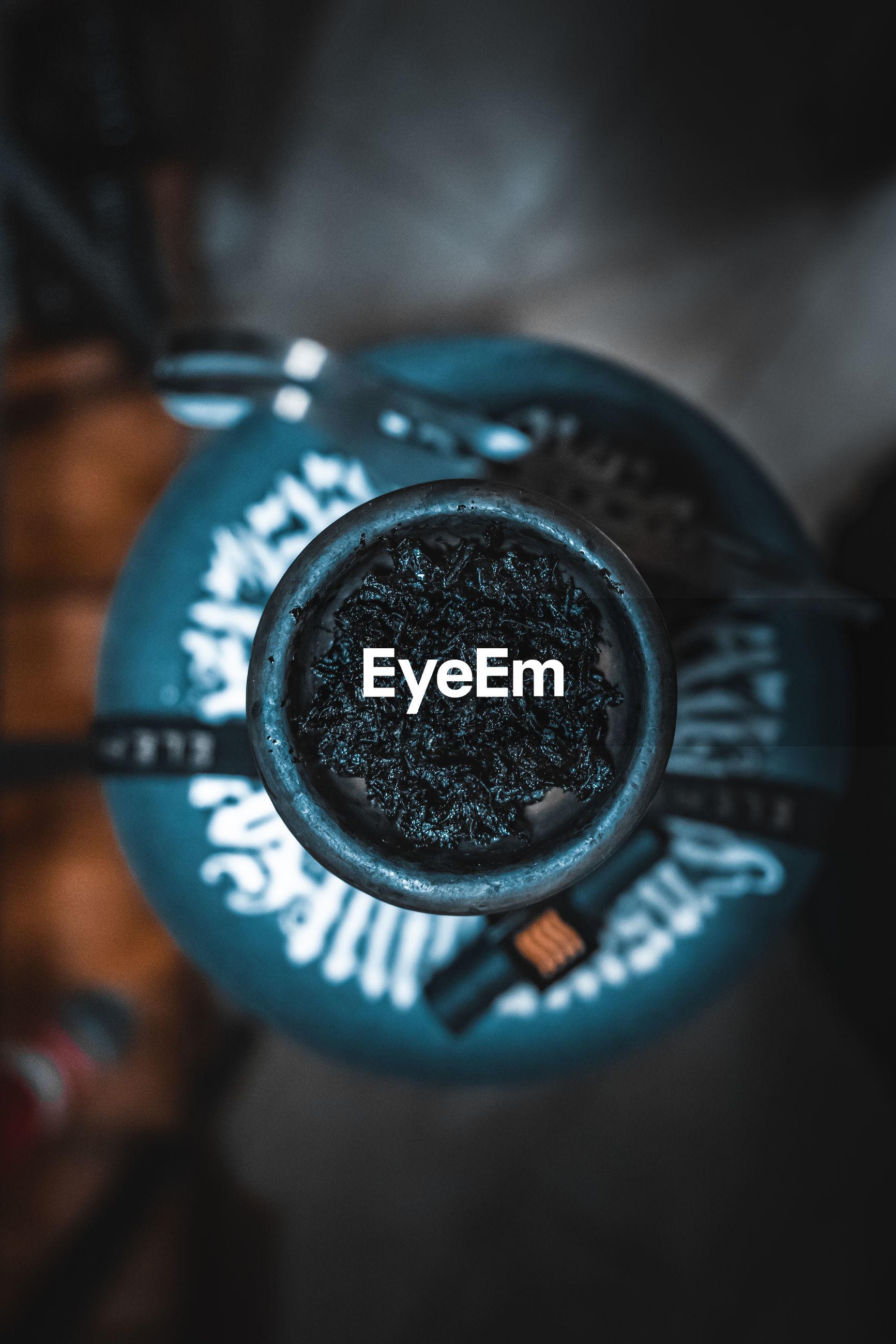 HIGH ANGLE VIEW OF BLACK COFFEE CUP ON METAL