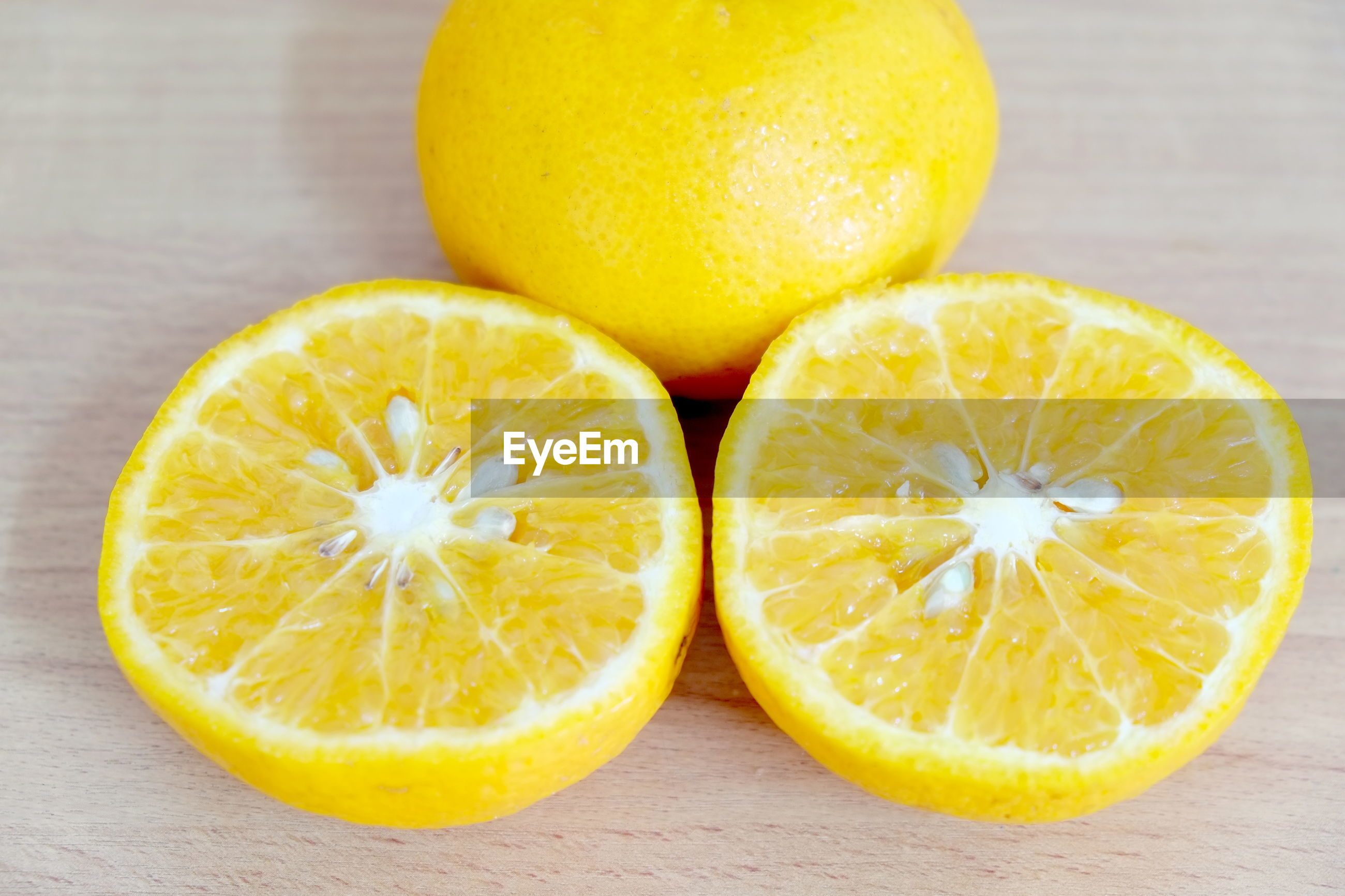 CLOSE-UP OF ORANGE SLICES IN PLATE