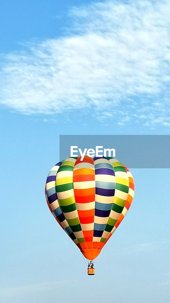 balloon, hot air balloon, air vehicle, transportation, flying, multi colored, adventure, mid-air, mode of transportation, nature, sky, cloud - sky, day, travel, low angle view, outdoors, parachute, extreme sports, sport, freedom, ballooning festival, parasailing