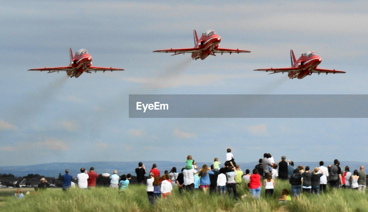 air vehicle, airplane, flying, mode of transportation, transportation, on the move, motion, airshow, sky, group of people, crowd, large group of people, real people, nature, mid-air, travel, day, cooperation, plane, teamwork, outdoors, aerospace industry