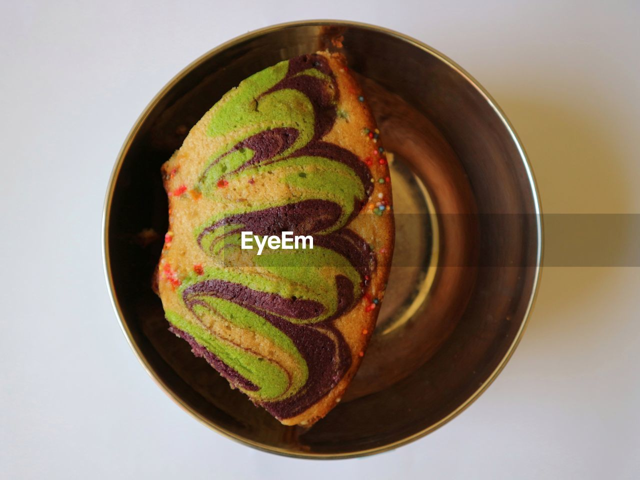 HIGH ANGLE VIEW OF DESSERT IN PLATE