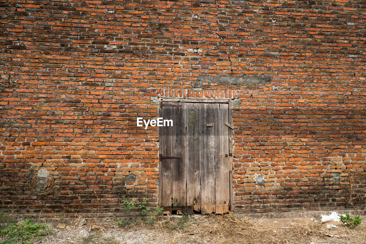 OLD WEATHERED WALL IN BRICK BUILDING