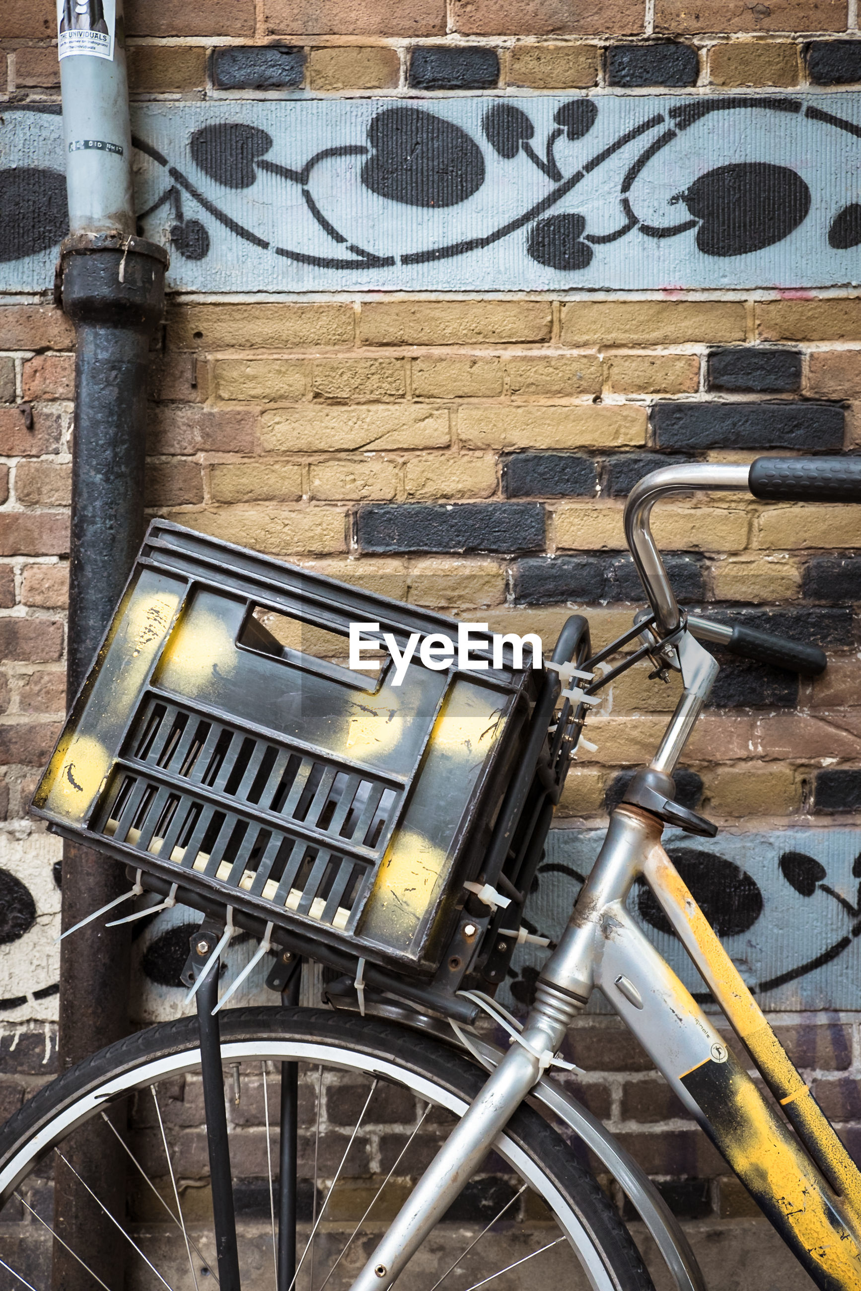 wall - building feature, no people, day, metal, wall, bicycle, outdoors, architecture, transportation, built structure, old, abandoned, building exterior, mode of transportation, technology, graffiti, close-up, electricity, arts culture and entertainment, wheel