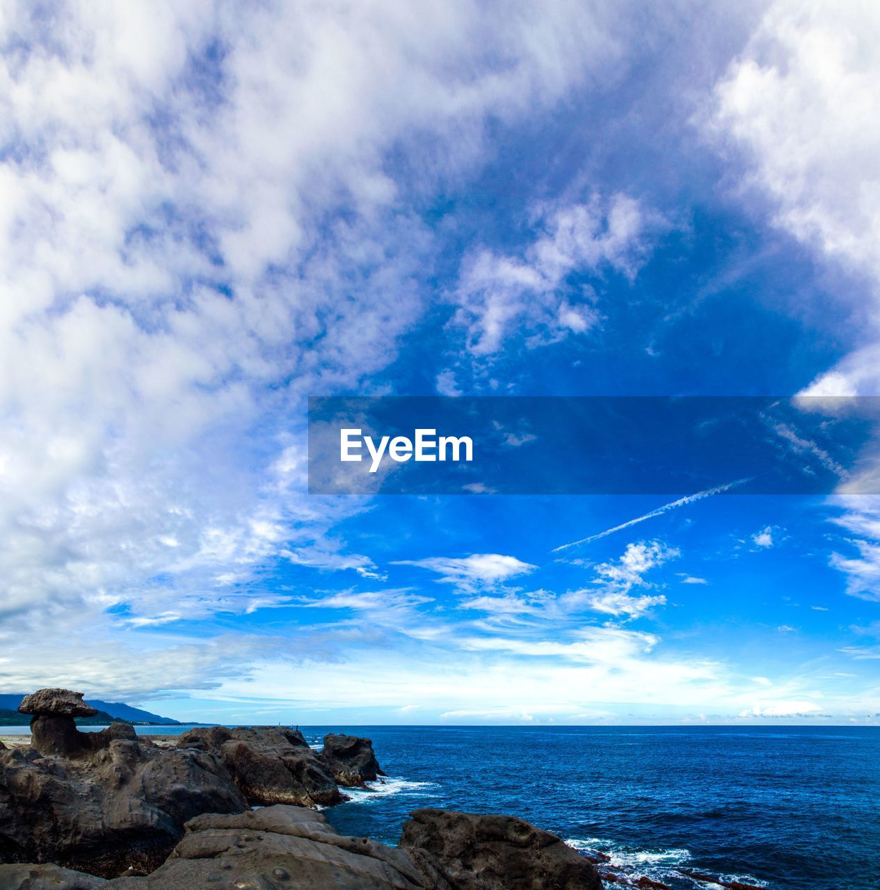blue, sea, sky, horizon over water, scenics, cloud - sky, beauty in nature, nature, tranquil scene, tranquility, water, no people, outdoors, day
