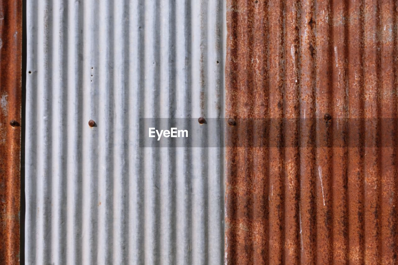 iron, corrugated iron, backgrounds, full frame, metal, pattern, corrugated, no people, textured, rusty, weathered, close-up, sheet metal, damaged, old, iron - metal, day, shutter, striped, decline, steel, silver colored, deterioration, alloy