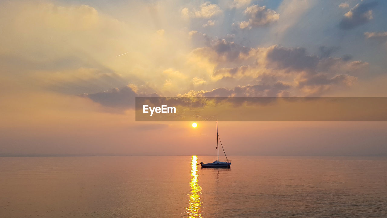 sunset, sea, sky, scenics, nature, beauty in nature, horizon over water, tranquility, waterfront, water, sun, tranquil scene, no people, reflection, cloud - sky, nautical vessel, outdoors, sailboat, day