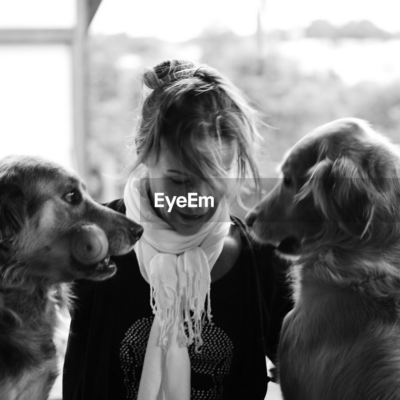 mammal, domestic, dog, pets, domestic animals, canine, one animal, vertebrate, real people, women, day, females, lifestyles, girls, child, focus on foreground, childhood, pet owner, outdoors, mouth open