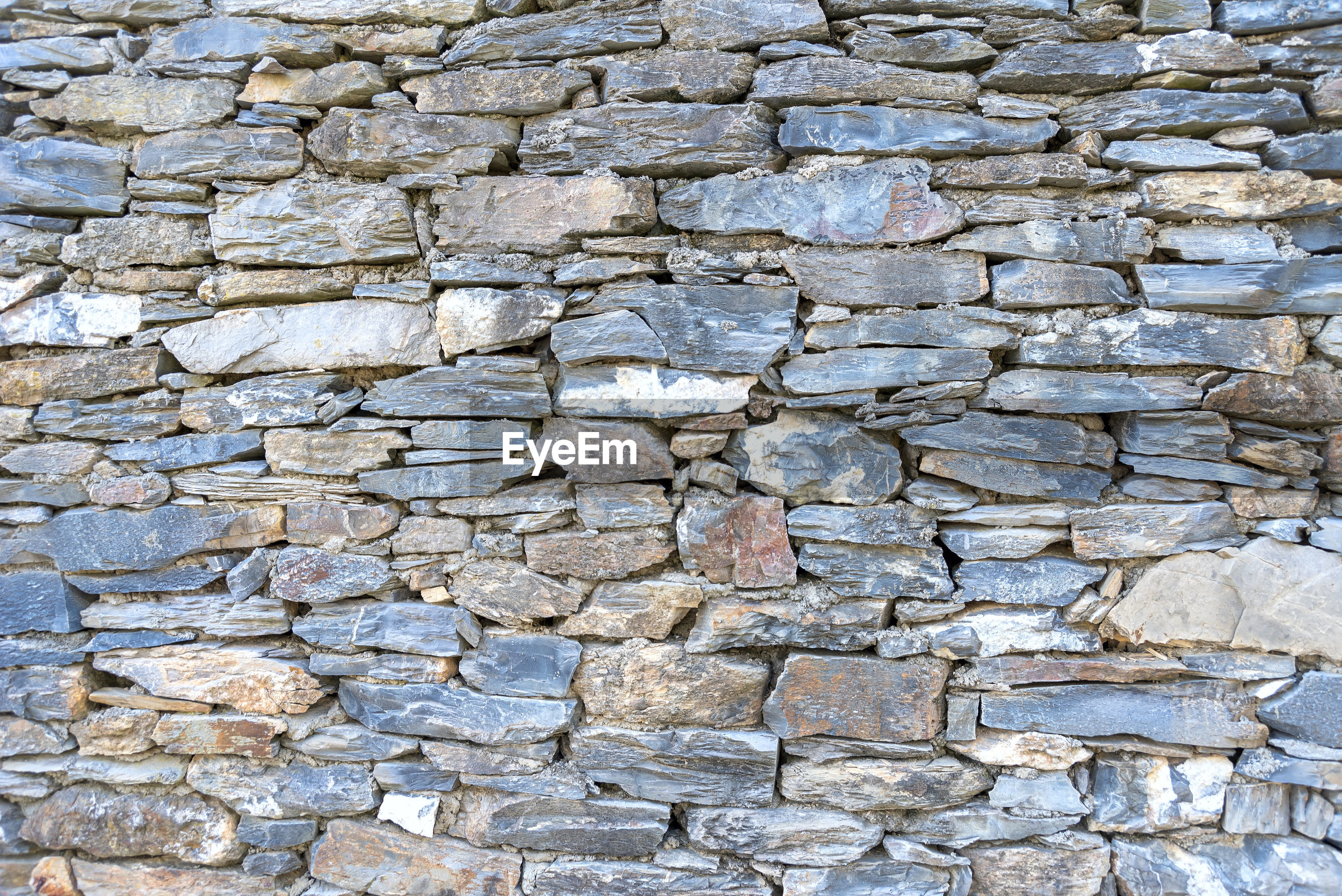 FULL FRAME SHOT OF STONE WALL WITH ROCKS