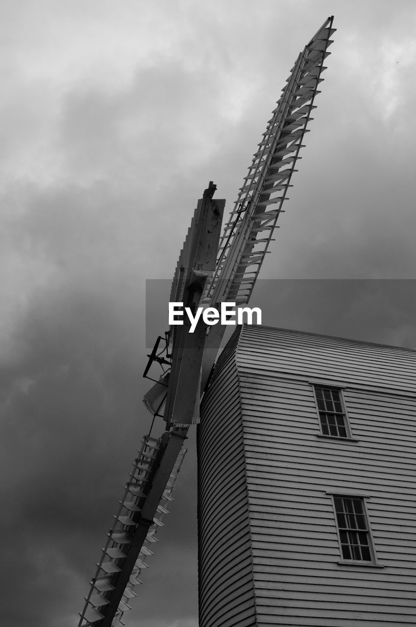 sky, cloud - sky, low angle view, architecture, built structure, building exterior, outdoors, no people, windmill, day, technology, traditional windmill, nature, wind turbine, wind power