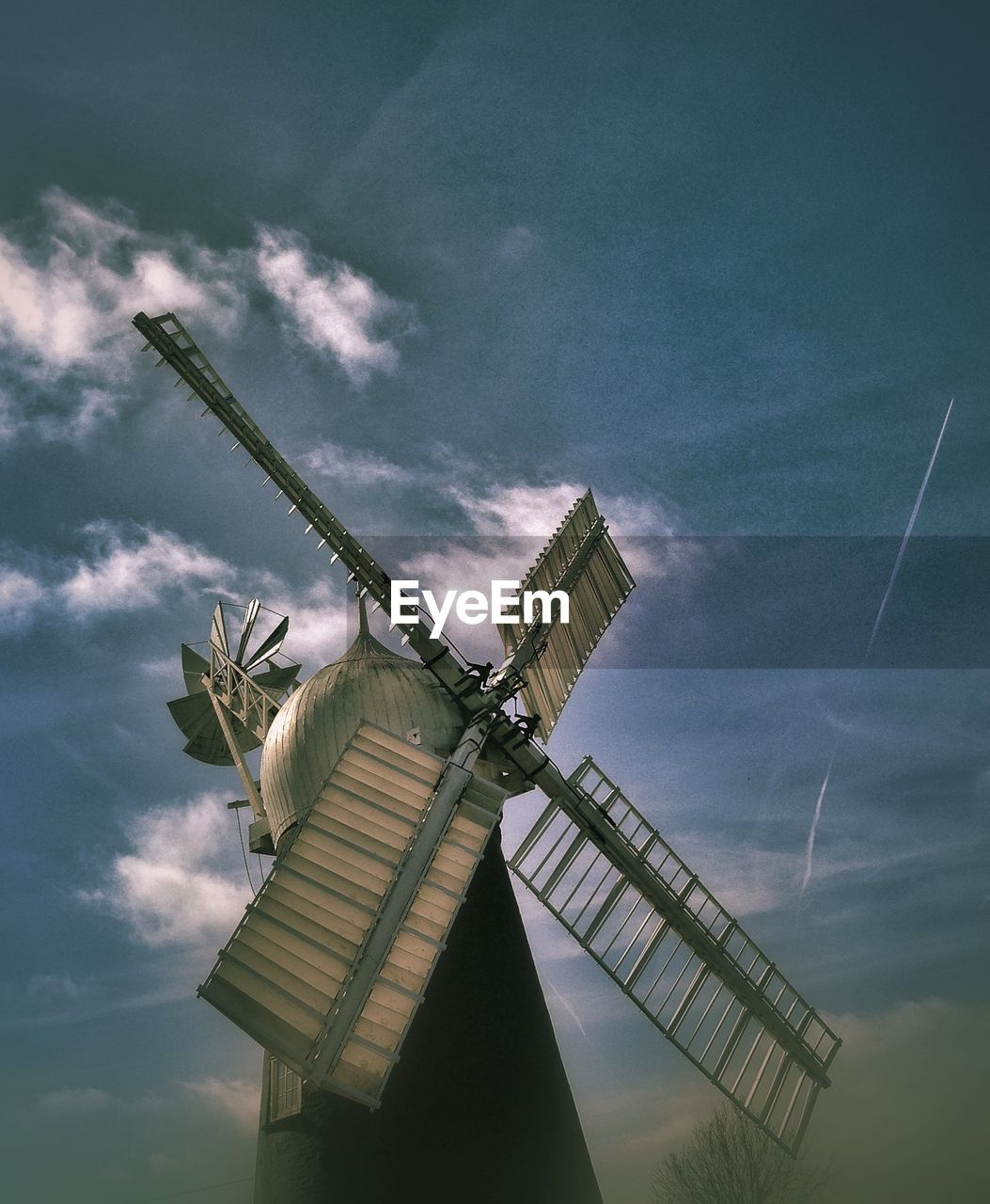 alternative energy, wind power, wind turbine, windmill, low angle view, renewable energy, sky, cloud - sky, fuel and power generation, no people, day, industrial windmill, traditional windmill, outdoors, nature