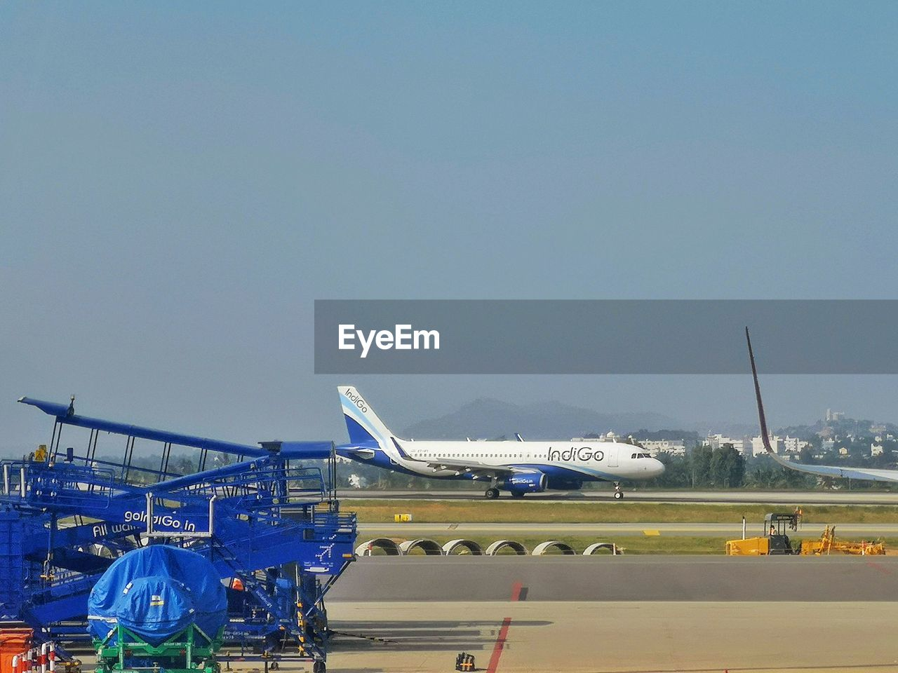sky, air vehicle, airplane, copy space, airport, transportation, nature, mode of transportation, travel, clear sky, blue, day, airport runway, architecture, no people, built structure, outdoors, commercial airplane, public transportation, building exterior, aerospace industry