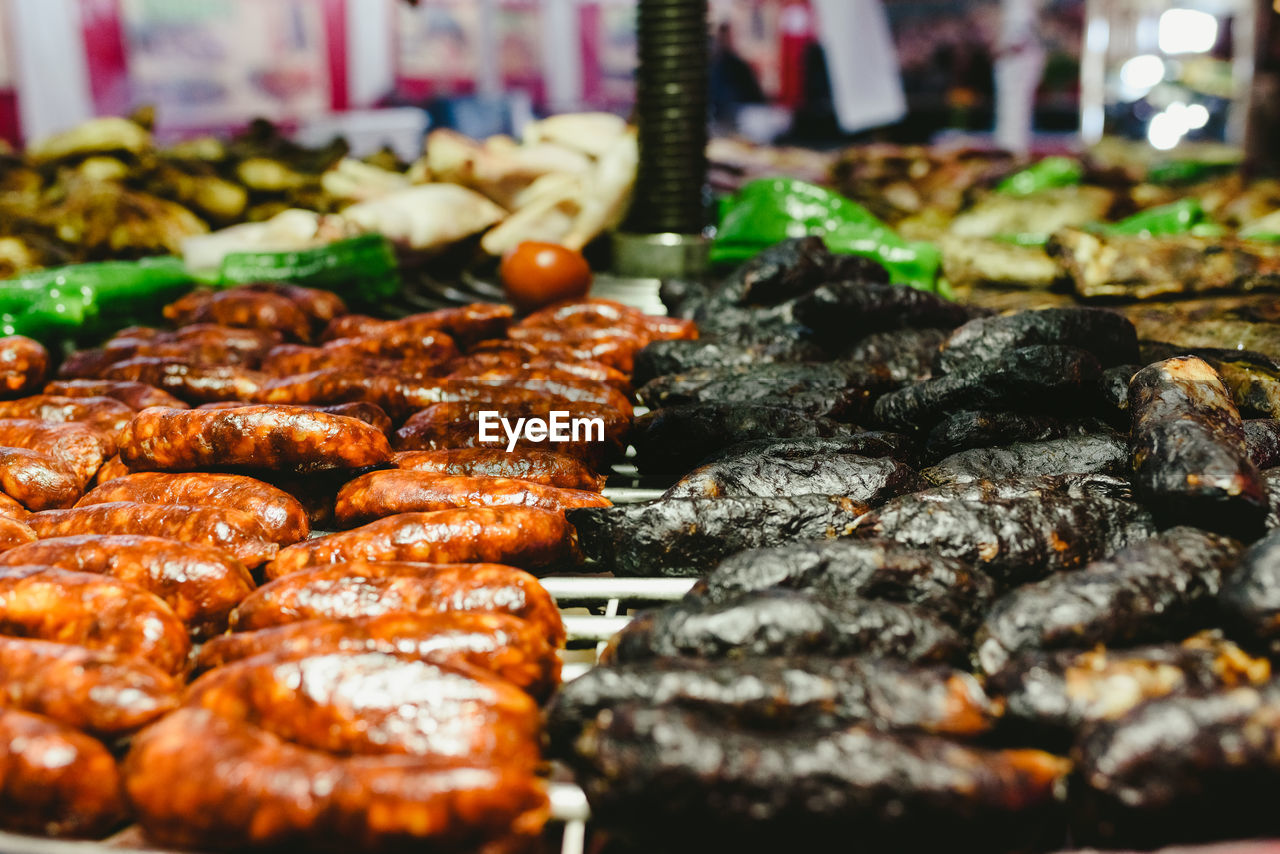 CLOSE-UP OF MEAT IN BARBECUE GRILL