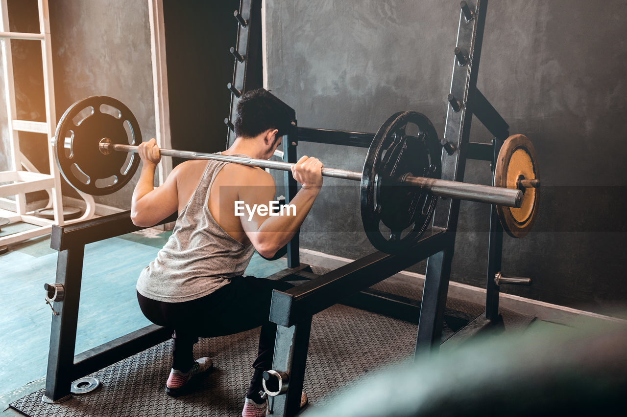 muscular build, weight training, weight, sports training, exercising, strength, weights, lifestyles, sport, healthy lifestyle, real people, leisure activity, vitality, barbell, one person, indoors, exercise equipment, sports clothing, gym, wellbeing, effort, equipment, body conscious, self improvement