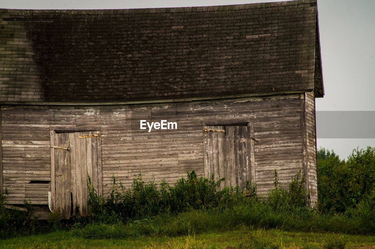 architecture, built structure, wood - material, building exterior, plant, grass, nature, day, barn, no people, field, agricultural building, land, old, abandoned, building, weathered, outdoors, landscape, obsolete, wood