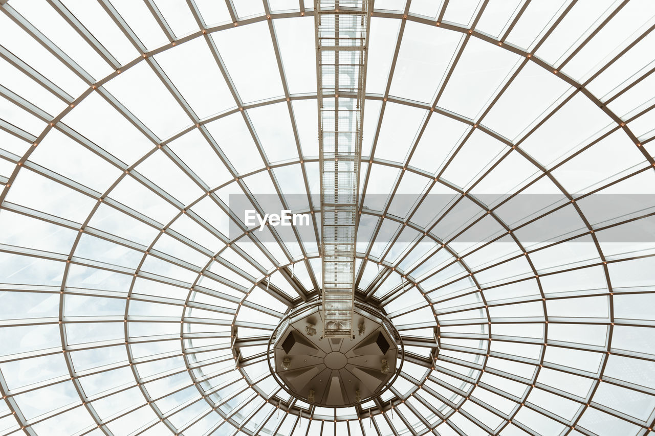pattern, ceiling, geometric shape, architecture, indoors, low angle view, built structure, no people, circle, shape, design, full frame, sunlight, dome, day, backgrounds, architectural feature, glass - material, directly below, skylight, cupola, architecture and art, ornate