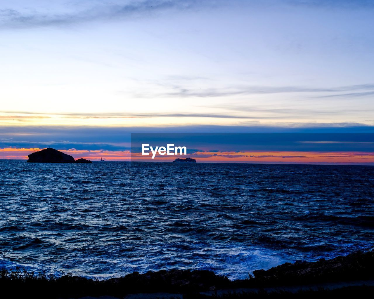 sea, beauty in nature, scenics, sky, sunset, tranquil scene, nature, water, horizon over water, tranquility, idyllic, no people, outdoors, cloud - sky, beach, day