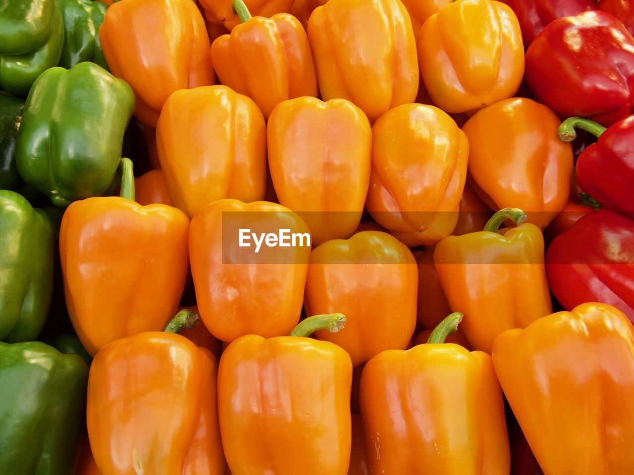 vegetable, food and drink, pepper, food, freshness, bell pepper, large group of objects, backgrounds, market, full frame, for sale, wellbeing, retail, healthy eating, still life, abundance, yellow, yellow bell pepper, market stall, no people, retail display