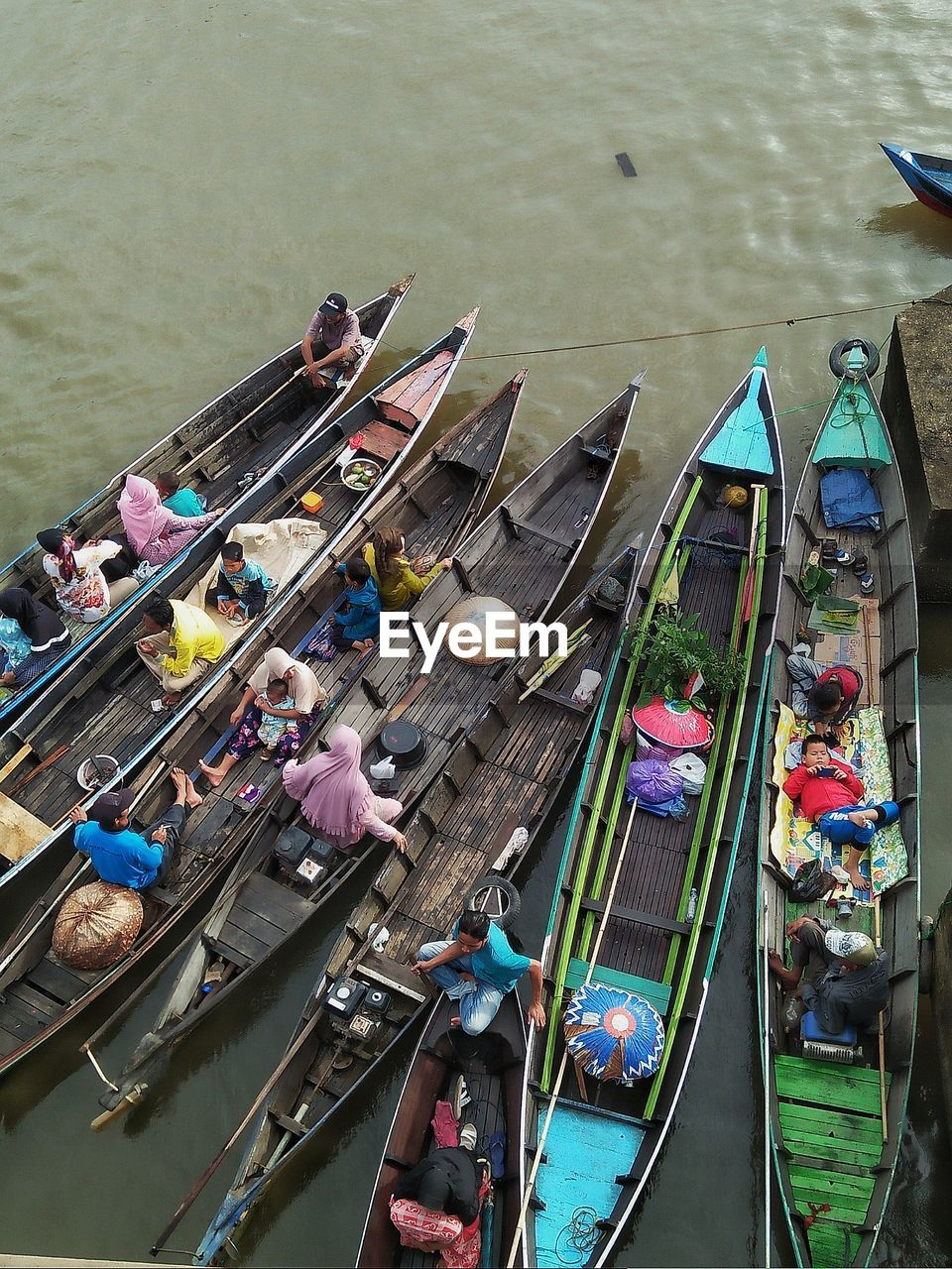 nautical vessel, water, transportation, high angle view, mode of transportation, group of people, real people, large group of people, day, moored, men, river, crowd, nature, adult, outdoors, women, leisure activity