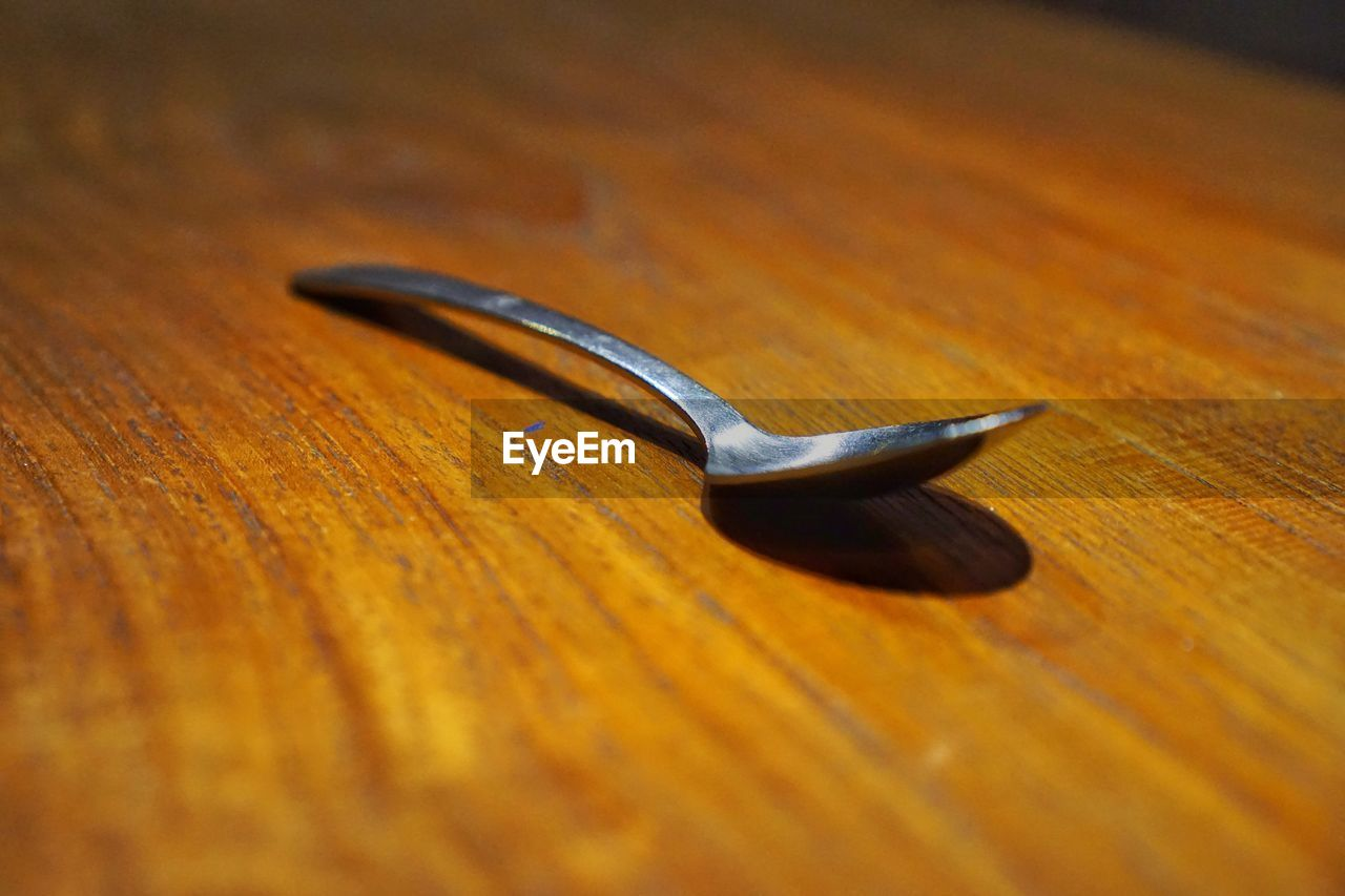 table, wood - material, still life, selective focus, close-up, no people, indoors, metal, wood grain, food, day