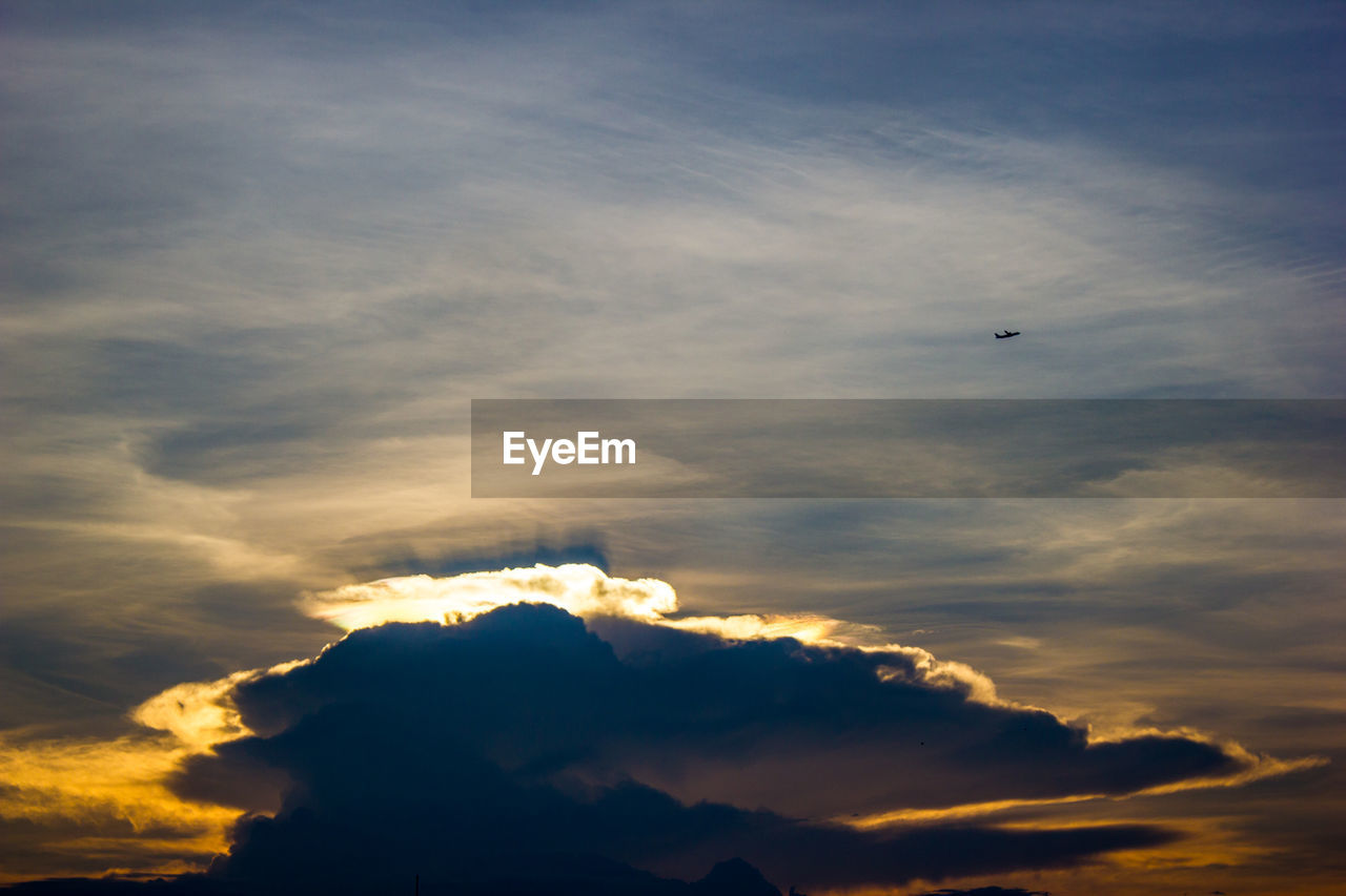 cloud - sky, sky, beauty in nature, sunset, scenics - nature, low angle view, tranquil scene, tranquility, flying, nature, idyllic, no people, bird, silhouette, orange color, vertebrate, sunlight, air vehicle, outdoors, animal themes