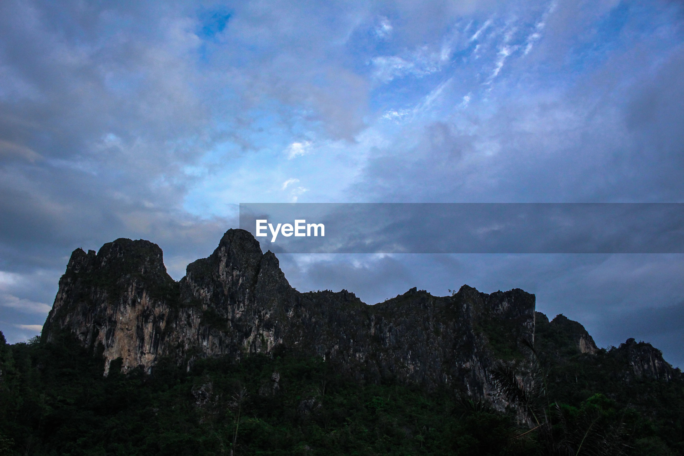 LOW ANGLE VIEW OF ROCKS AGAINST SKY