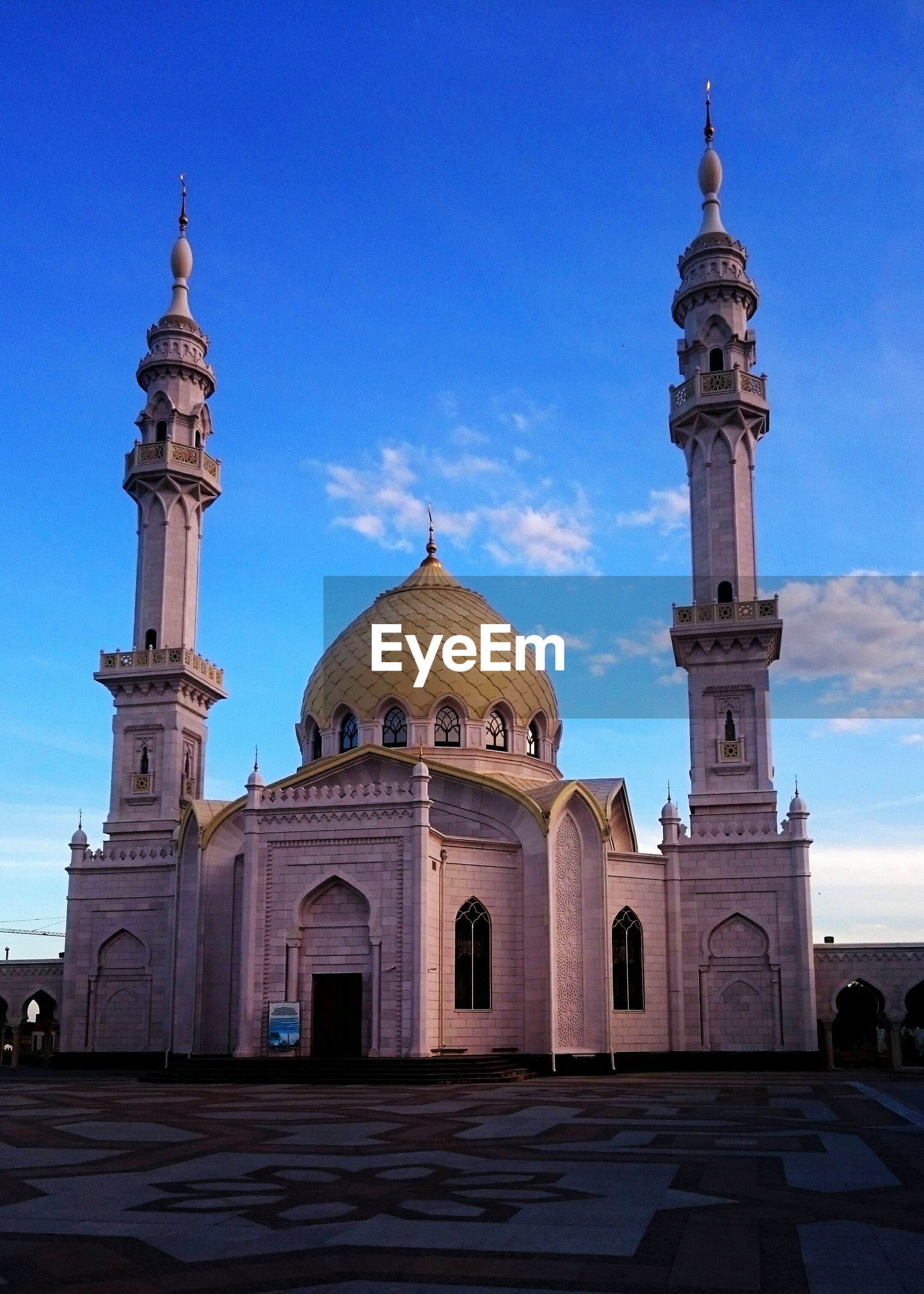 architecture, built structure, dome, building exterior, travel destinations, facade, history, blue, tourism, arch, famous place, place of worship, mosque, monument, tower, memories, sky, entrance, the past, outdoors, international landmark, in front of, day, exterior, culture, taj mahal