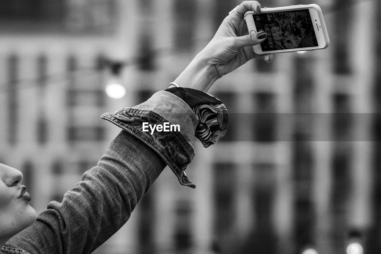focus on foreground, human hand, photography themes, hand, technology, real people, holding, lifestyles, human body part, photographing, people, leisure activity, smart phone, wireless technology, activity, camera, men, close-up, women, outdoors