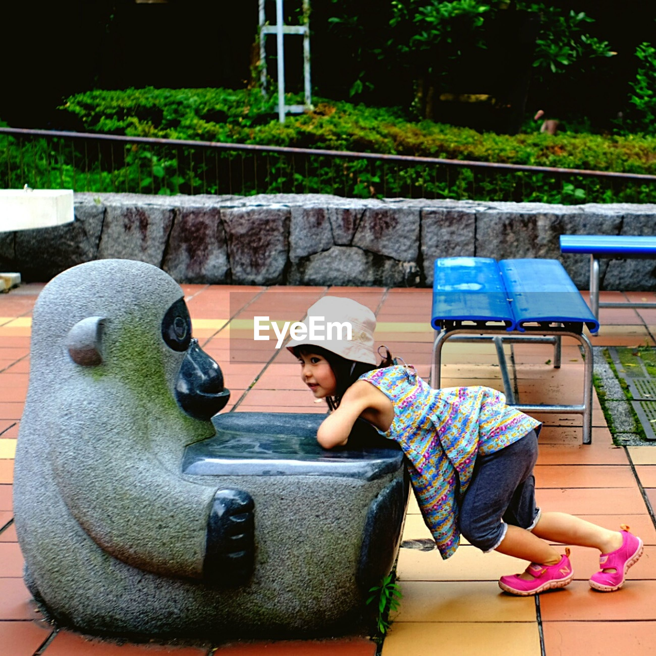 sitting, lifestyles, leisure activity, relaxation, casual clothing, day, outdoors, seat, resting