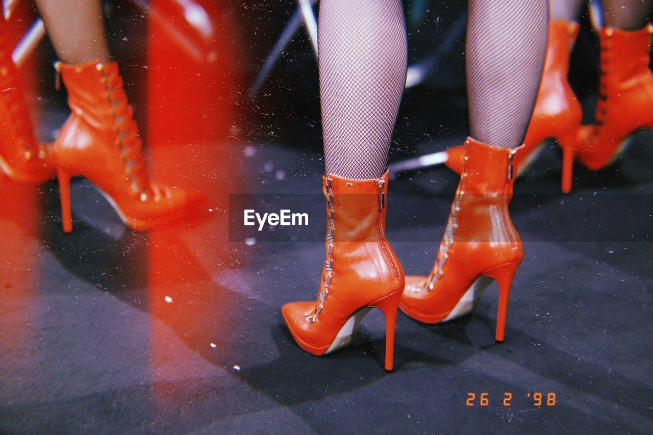 low section, human body part, shoe, human leg, body part, group of people, real people, lifestyles, women, people, boot, fashion, focus on foreground, adult, leisure activity, indoors, high heels, day, human limb, nightlife