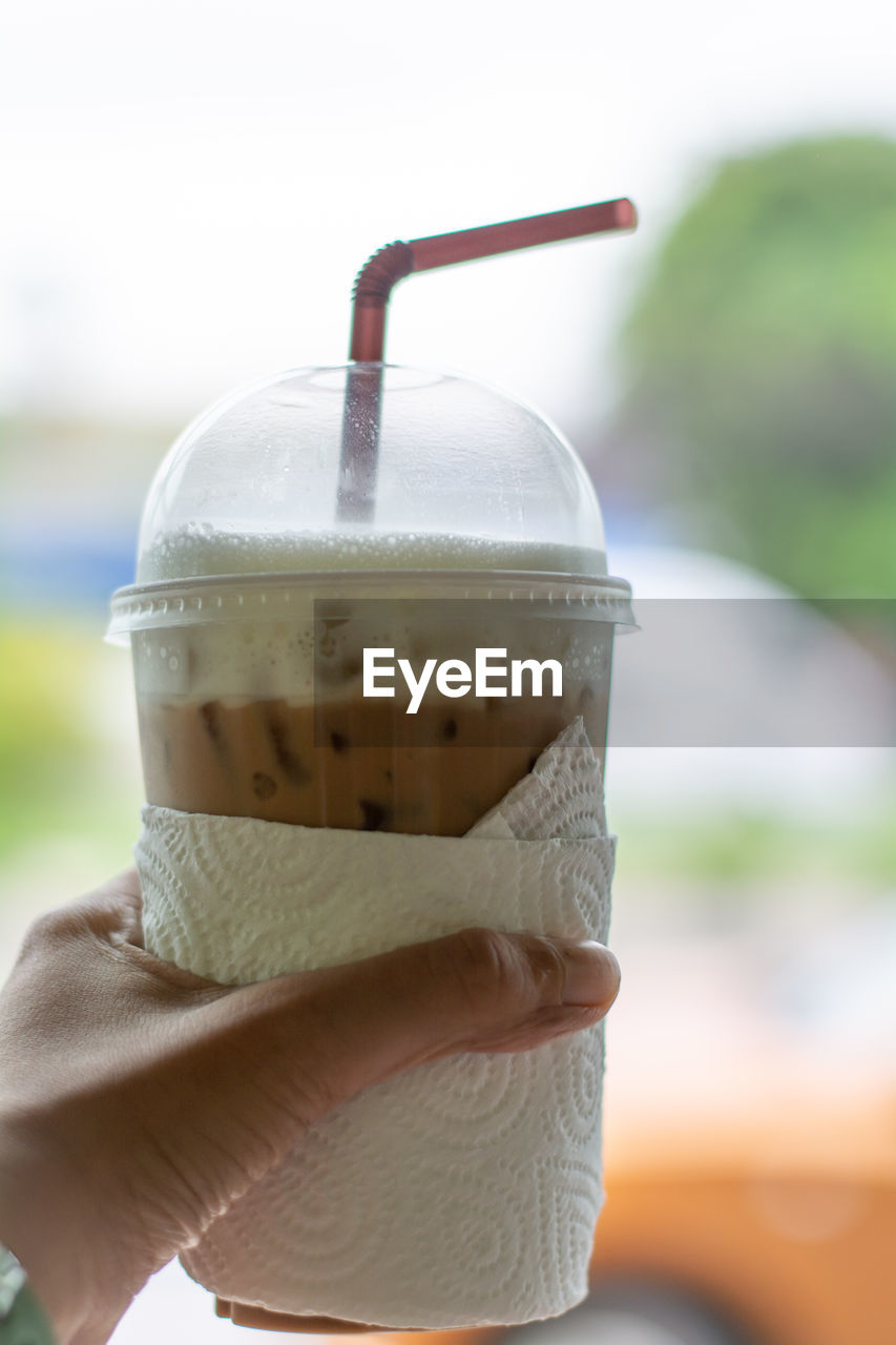 focus on foreground, close-up, drink, refreshment, food and drink, day, holding, cup, human body part, coffee, human hand, straw, hand, coffee - drink, drinking straw, still life, transparent, disposable, one person, disposable cup, temptation, human limb, finger