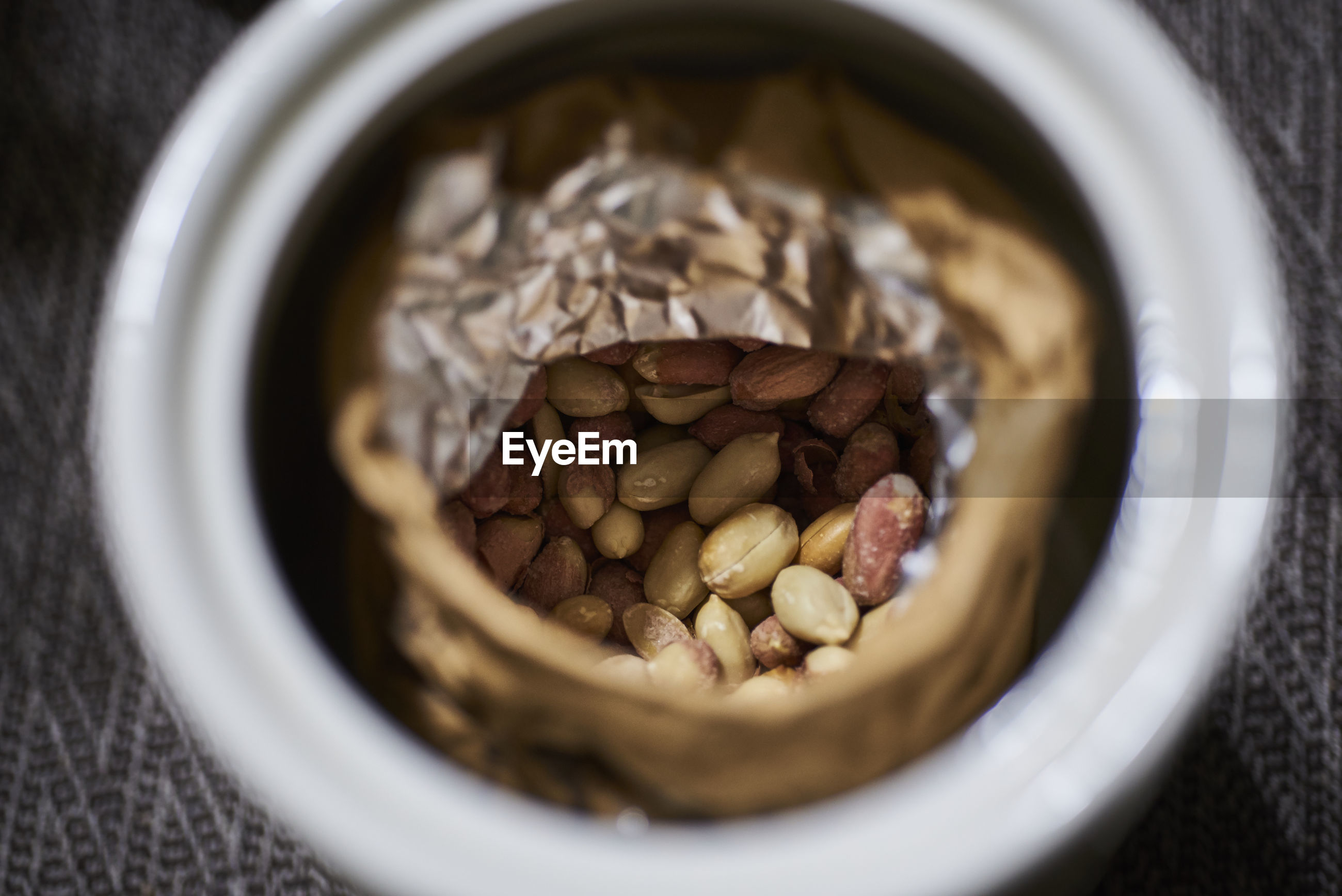 HIGH ANGLE VIEW OF COFFEE BEANS IN GLASS ON TABLE