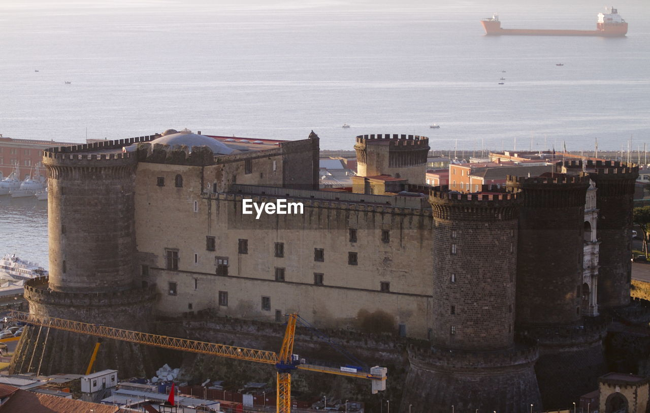 HIGH ANGLE VIEW OF CASTLE BY SEA