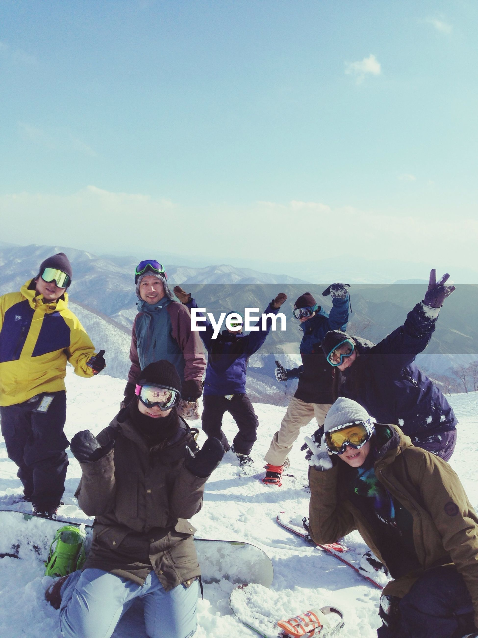 lifestyles, leisure activity, men, sky, togetherness, casual clothing, large group of people, vacations, person, enjoyment, cloud - sky, fun, tourist, day, standing, travel, full length, warm clothing, outdoors