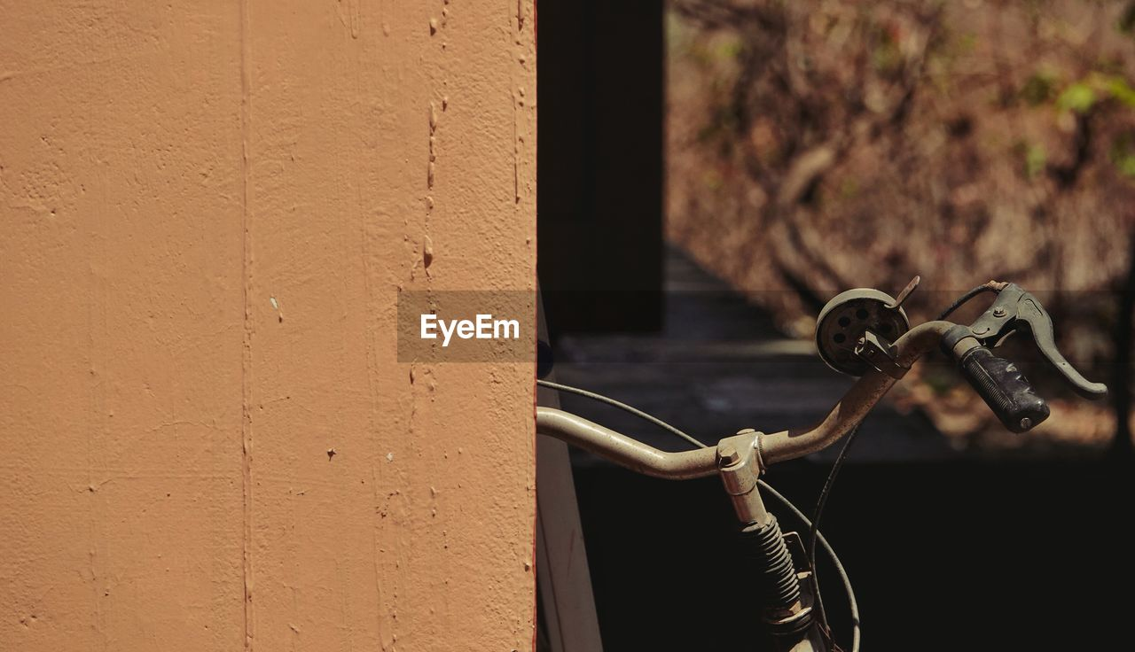 metal, no people, focus on foreground, close-up, day, outdoors, wall - building feature, technology, nature, architecture, built structure, old, handle, rusty, detail, sunlight, control, wall
