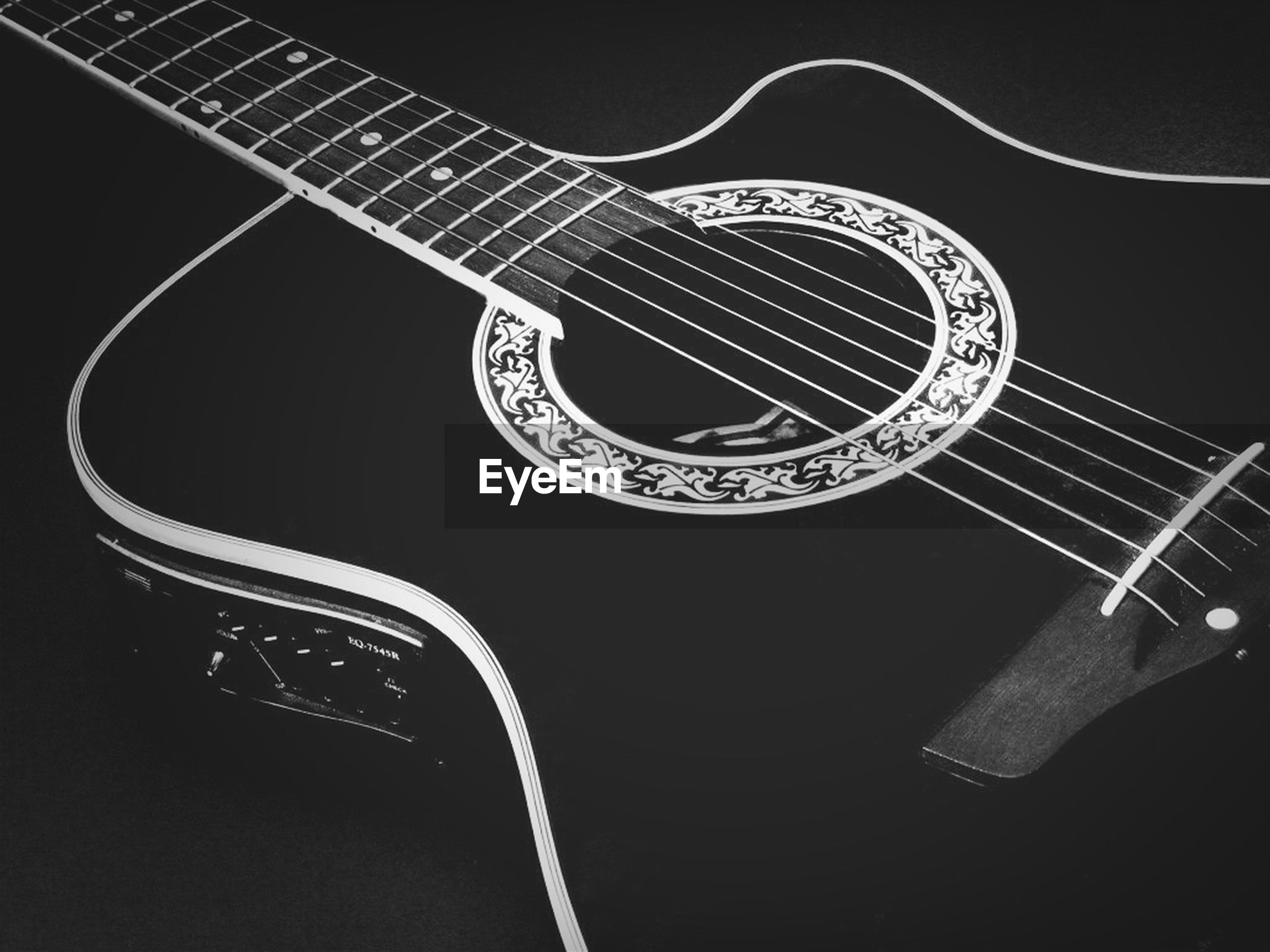 music, musical instrument, arts culture and entertainment, close-up, metal, guitar, studio shot, musical equipment, indoors, musical instrument string, pattern, curve, still life, design, spiral, single object, high angle view, night, part of, equipment