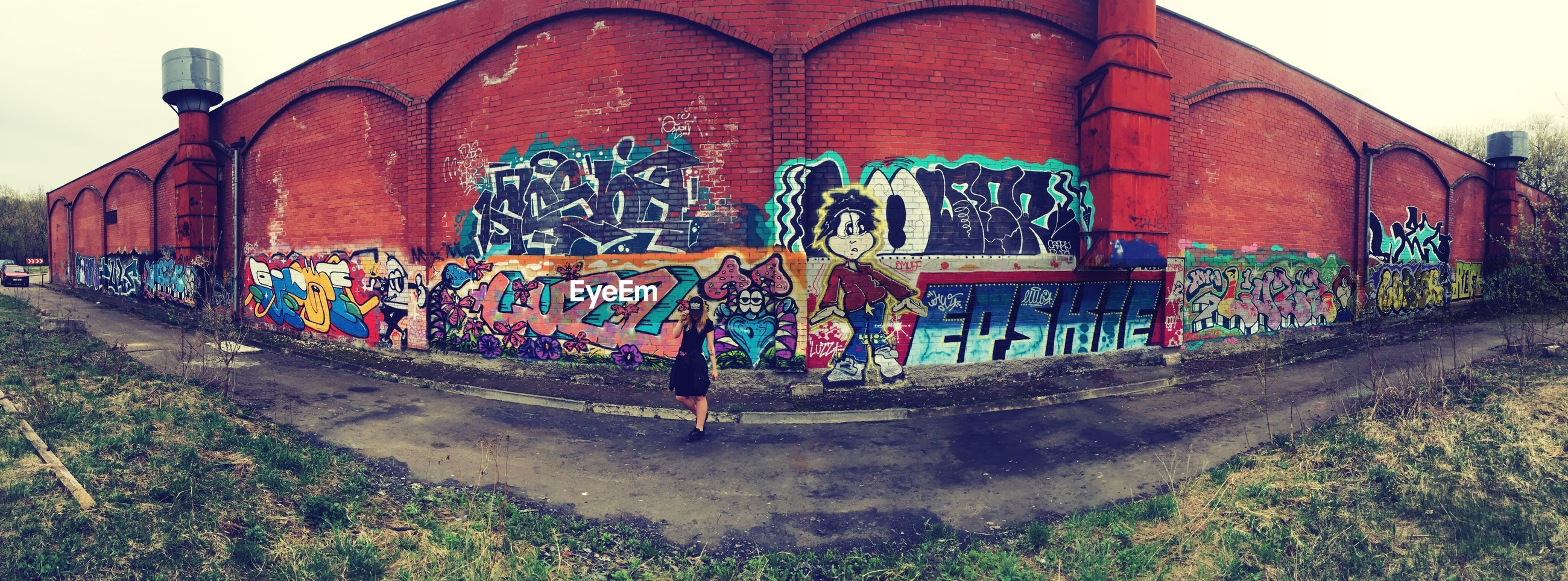 graffiti, text, built structure, architecture, day, outdoors, building exterior, street art, communication, no people, sky