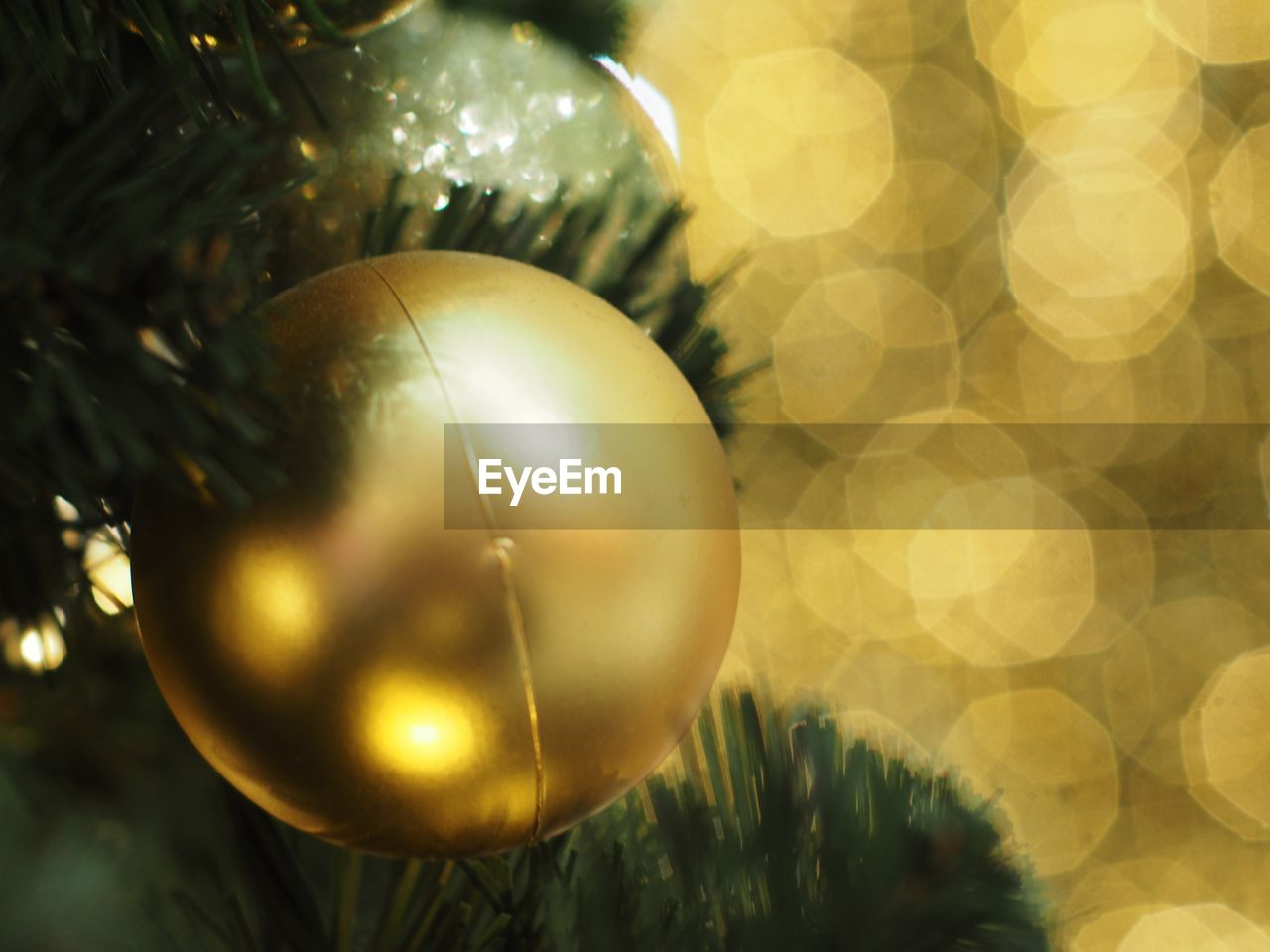 christmas, celebration, decoration, christmas decoration, holiday, christmas ornament, close-up, sphere, no people, shiny, tree, gold colored, christmas tree, shape, holiday - event, selective focus, celebration event, focus on foreground, still life, lens flare, silver colored