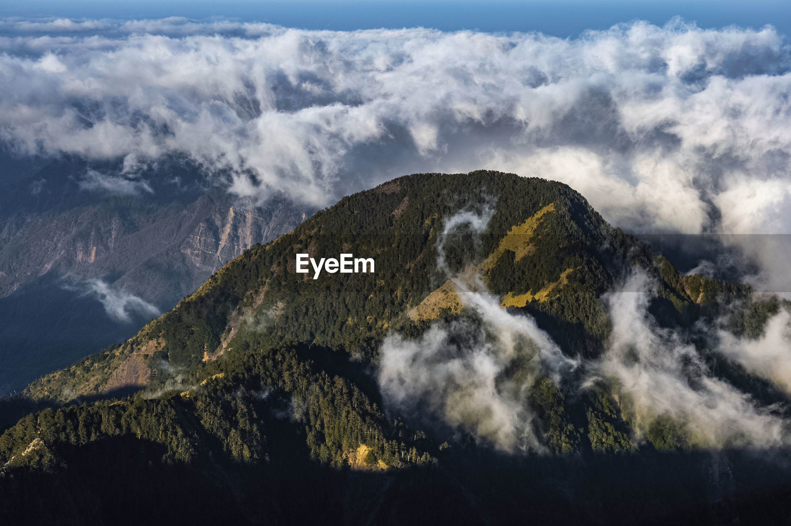 PANORAMIC VIEW OF MOUNTAIN