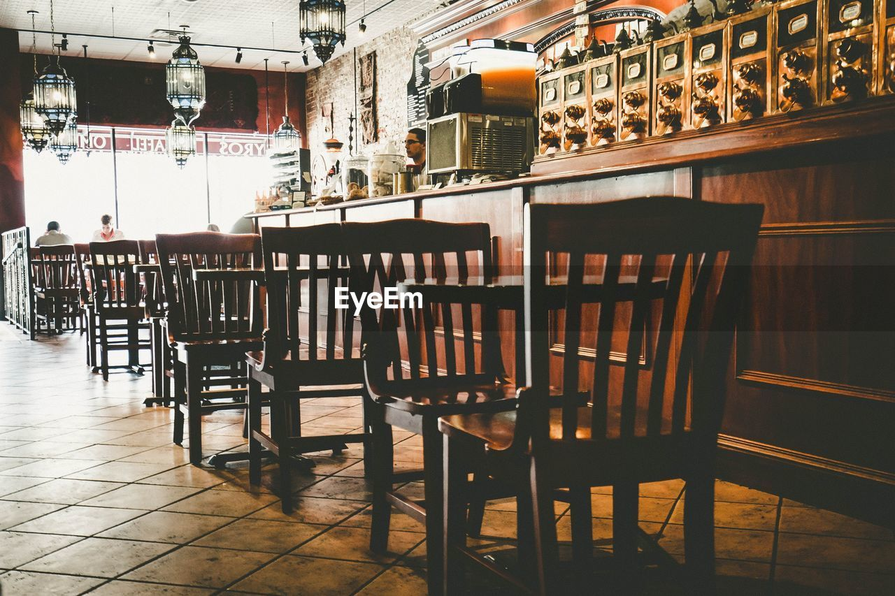 CHAIRS AND TABLE IN RESTAURANT