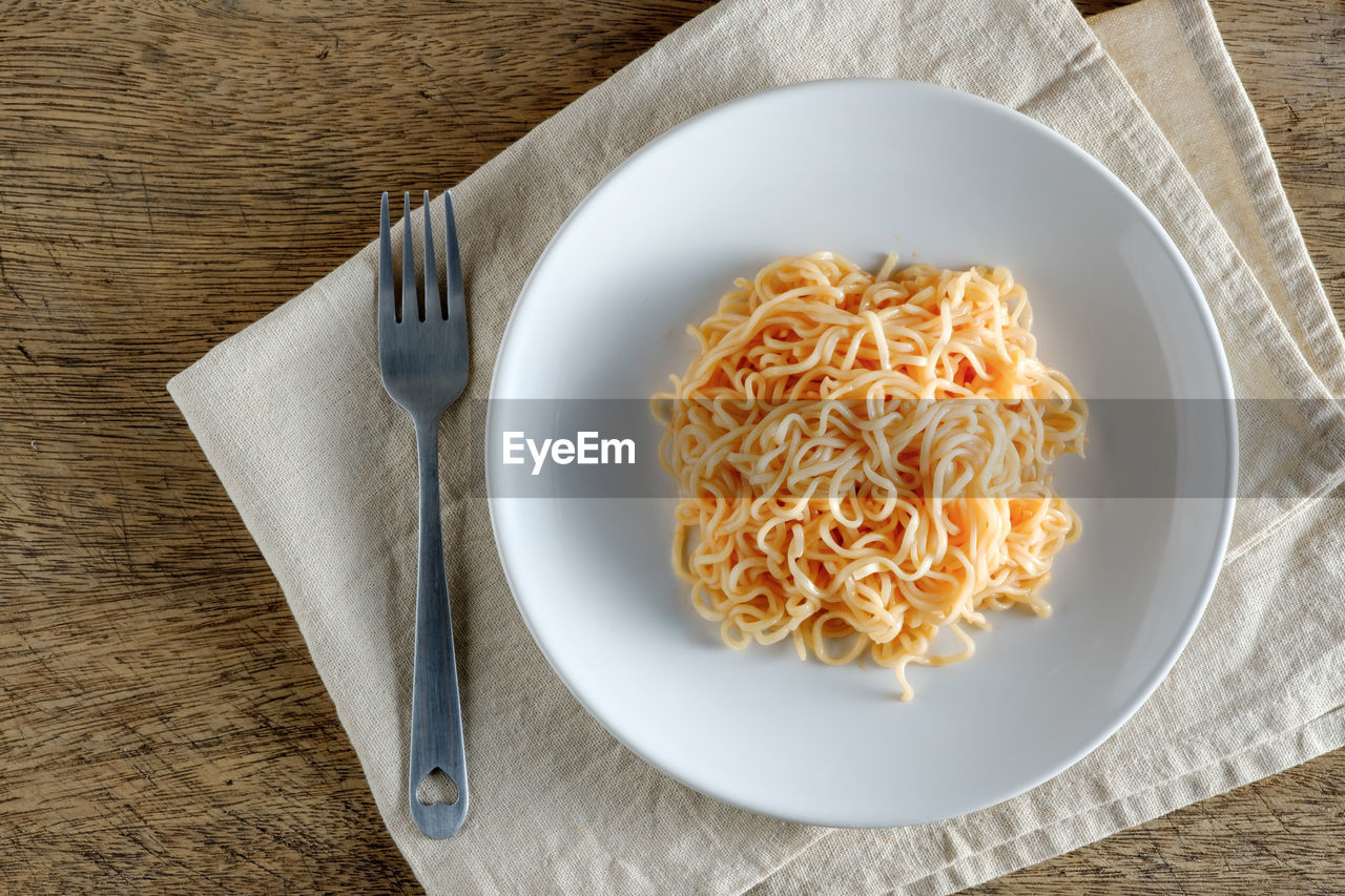 HIGH ANGLE VIEW OF NOODLES SERVED IN PLATE