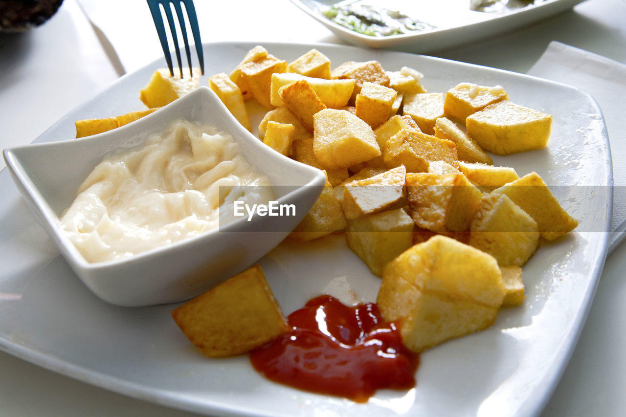 food and drink, plate, food, slice, freshness, ready-to-eat, healthy eating, close-up, indoors, breakfast, serving size, no people, fork, fruit, day