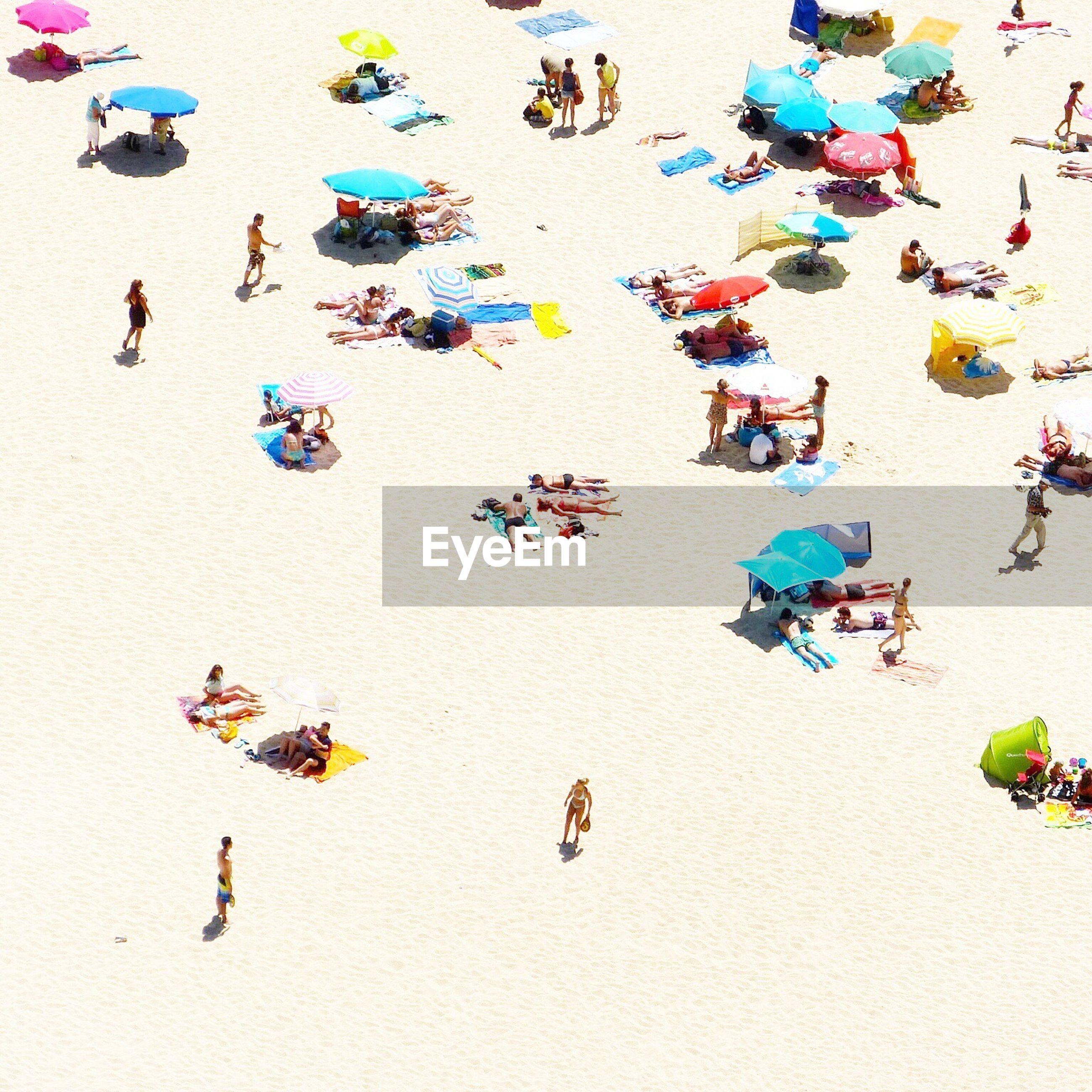People in the sea beach