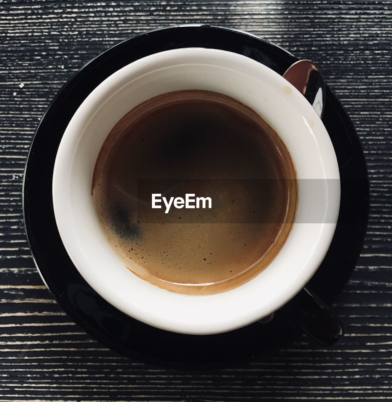 DIRECTLY ABOVE SHOT OF COFFEE ON TABLE