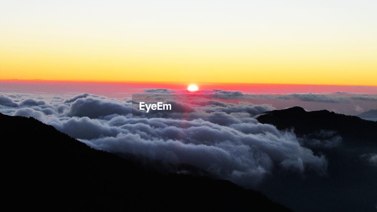 sky, sunset, beauty in nature, scenics - nature, cloud - sky, tranquil scene, tranquility, orange color, no people, idyllic, nature, sun, cloudscape, majestic, copy space, outdoors, non-urban scene, dramatic sky, mountain, awe